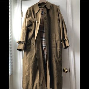Burberry's Classic Tan Trench Coat Size 42R